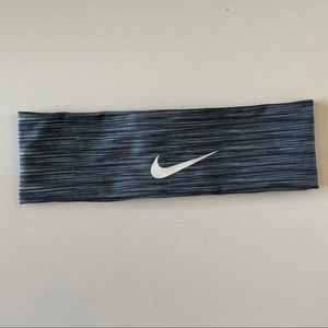 Nike Women's athletic navy striped headband with silicone lining one size